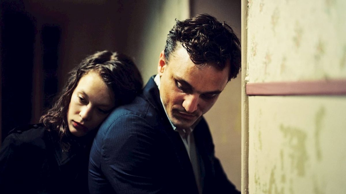 Transit (Christian Petzold, 2018) Curzon Cinemas, Germany, DCP, colour, sound, 101 minutes, Marie (Paula Beer) & Georg (Franz Rogowski)